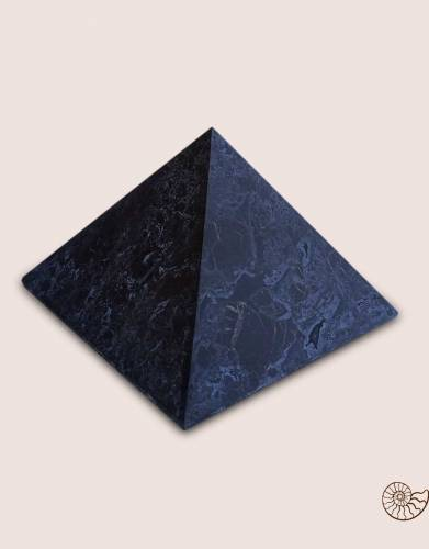 shungite-piramide-matt